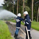 Löschübung mit der Feuerwehr Jugend